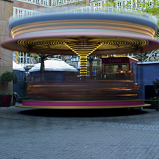 Germany, North Rhine Westphalia, Duesseldorf, Roundabout on christmas market - MHF000044