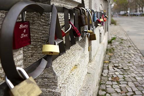 Germany, Berlin, Padlocks on bridge at Rudolph-Wilde-Park - HOHF000005