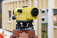 Europe, Germany, Rhineland Palantinate, Theodolite with house building, close up - CSF016013