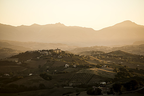 Italy, View of landscape in sunset - KA000029