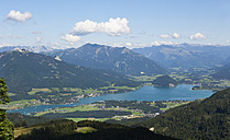Austria, Salzkammergut, View of wolfgangsee lake and Strobl - WW002621