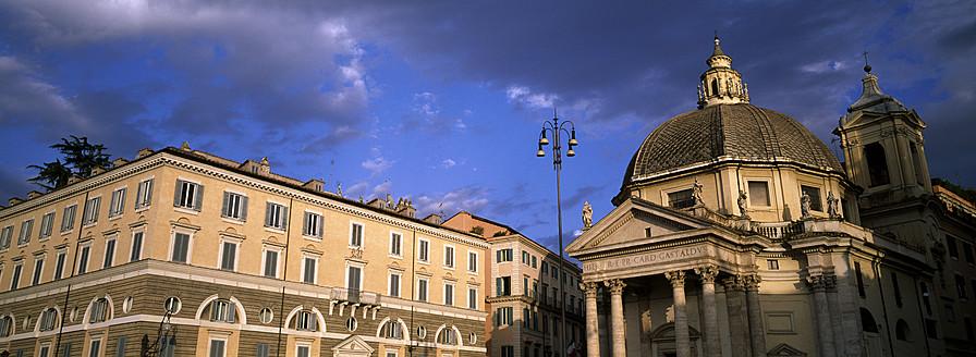Italy, Rome, View of Santa Maria di Montesanto church with roman flats - KA000054