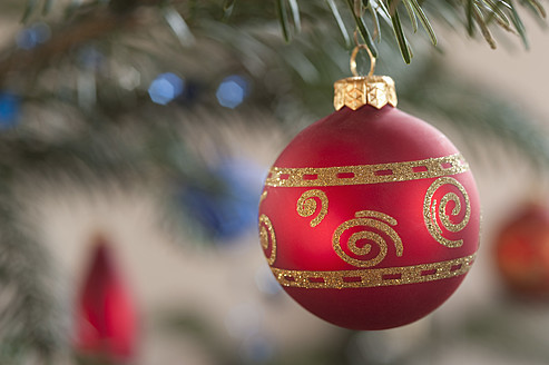 Christmas bauble, close up - CRF002265