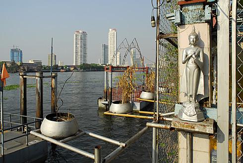 Thailand, Bangkok, Buddha statue at Chao Phraya River - MIZ000114