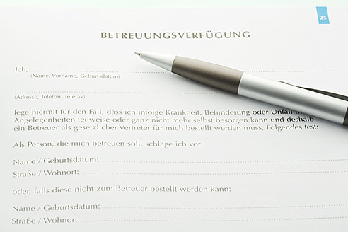 Advance directive with pen, close up - MAEF005542