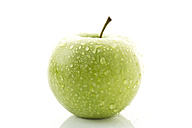 Granny smith on white background, close up - MAEF005581