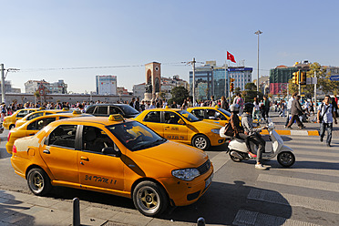 Turkey, Istanbul, Yellow taxis at Taksim Square - SIE003250