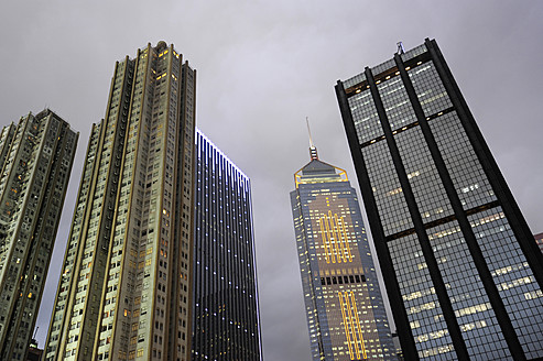 China, Hong Kong, Central Plaza skyscraper between residence towers and Harbour Centre office building at Wan Chai - MIZ000193