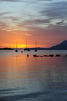 Spain, View of sailing boats in bay of Port de Pollenca - MIZ000213
