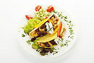 Tacos with chicken on plate, close up - MAEF005647