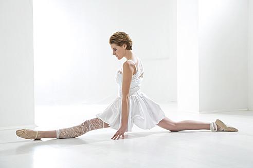 Young woman performing ballet dan - MAEF005780