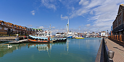 England, Hampshire, Portsmouth, View of boats in harbour and Spinnaker Tower in background - WD001462