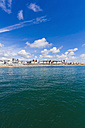 England, Sussex, Brighton, View of beach and skyline in background - WDF001494