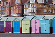 England, Sussex, Brighton, Coloured bathing huts at seafront - WDF001506