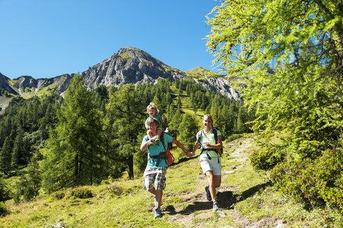 Austria, Salzburg Country, Family hiking at Altenmarkt Zauchensee - HHF004398