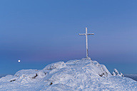 Germany, Bavaria, Moonrise and summit cross on mountain at Bavarian Forest - FO004866
