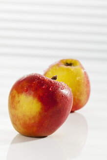 Red apples, close up - CSF017511