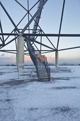 Germany, North Rhine-Westphalia Ruhr, View of Tetraeder staircase in winter at sunrise - AKU000064