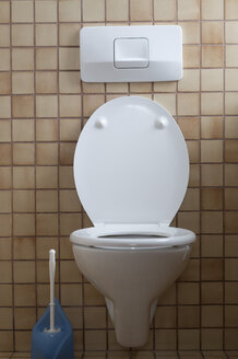 Germany, Interior of toilet with toilet brush - CR002304