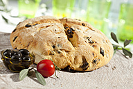 Loaf of bread with olive and tomato, close up - CSF017752