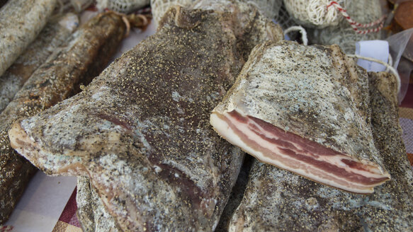 Spain, Spanish smoked raw ham at agriculture market, close-up - DJG000037