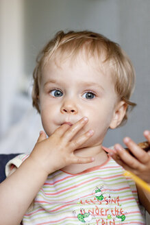 Girl having breakfast, close up - JFEF000054