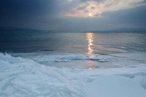 Germany, View of Lake Constance during winter - BST000012
