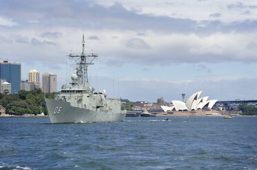 Australia, New South Wales, Sydney, View of Opera House and Australian Warship in Sydney - MIZ000287