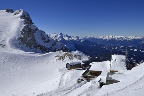 Germany, Bavaria, View of mountain station of Karwendelbahn - ES000327