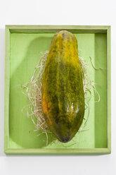 Papaya on wooden tray - CSF017974