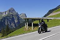 Austria, Vorarlberg, Man driving bike on Hochkunzelspitze mountain - SIE003582