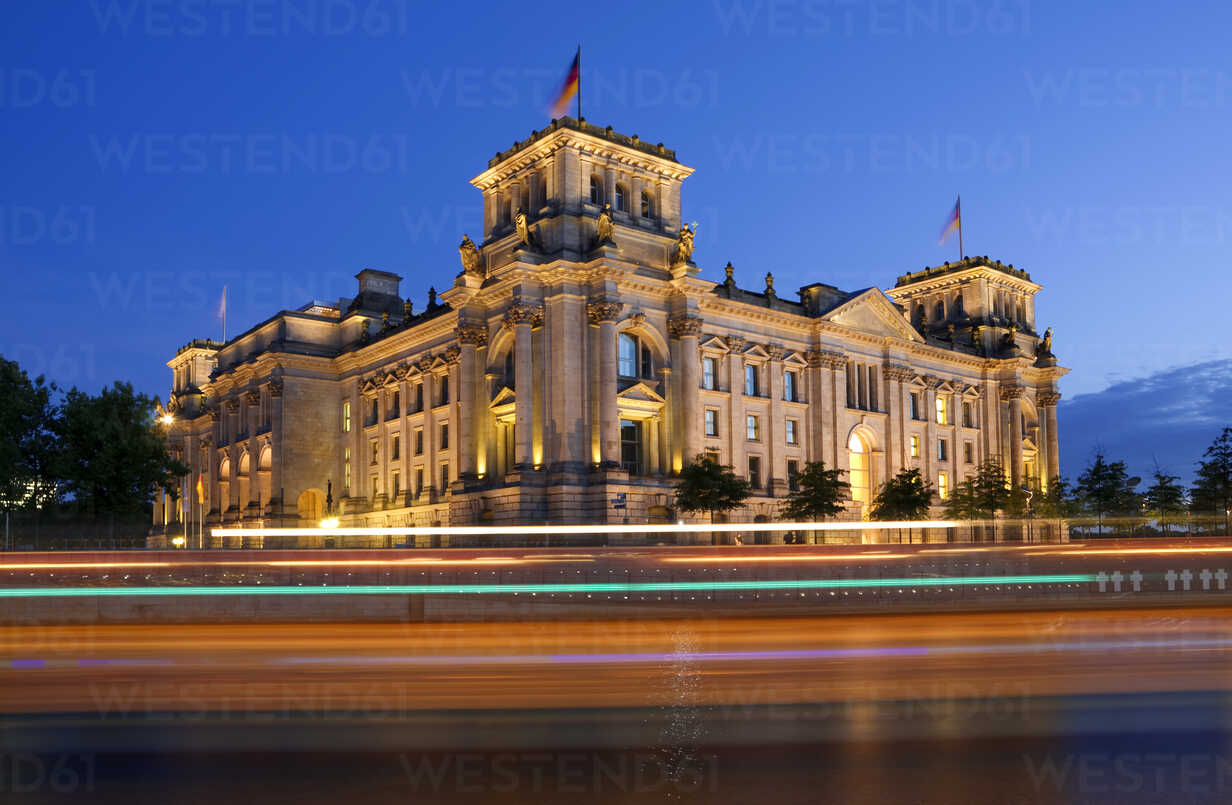 Germany, Berlin, View of illuminated Parliment building - ALE000022 - Anna Leopolder/Westend61