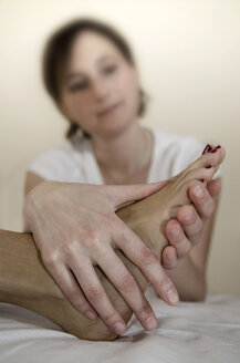 Austria, Woman getting foot massage - CW000027
