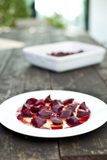 Germany, Duesseldorf, Plate of beetroot with vinaigrette - KVF000028