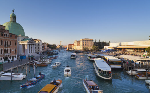 Italy, Venice, Morning traffic on Canal Grande at St. Lucia - HSI000202
