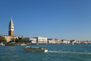 Italy, Venice, Canal Grande at St. Mark's Square - HSI000204