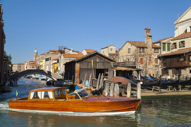 Italy, Venice, Water taxi at San Trovaso - HSI000207