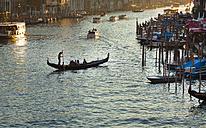 Italy, Venice, Gondolas on Canal Grande near Rialto bridge - HSI000217