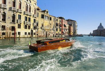 Italy, Venice, Morning traffic on Canal Grande at Santa Maria della Salute church - HSI000221