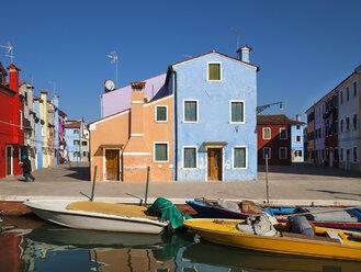 Italy, Venice, Colourful houses and sleepy canal on Burano island - HSI000233