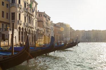Italy, Venice, Gondolas at pier on Canal Grande at Rialto market - HSI000270