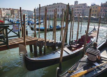 Italy, Venice, Man sitting in boat at canal - HSI000180