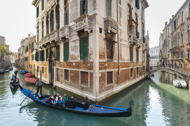 Italy, Venice, Canal in the Cannaregio district - HSI000189