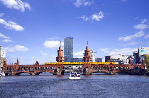 Germany, View of Oberbaum Bridge on Spree River - ALE000031
