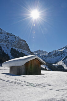 Austria, View of Tannheim Alps, wood hut in foreground - UMF000618