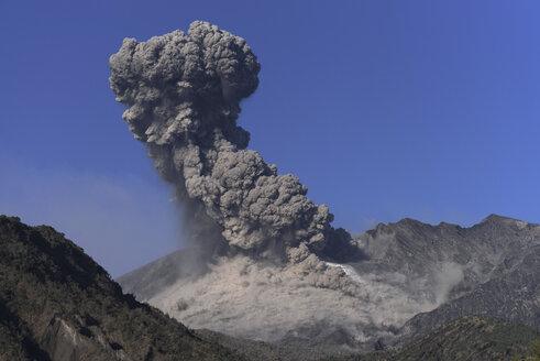 Japan, View of eruption at Sakurajima - MR001295