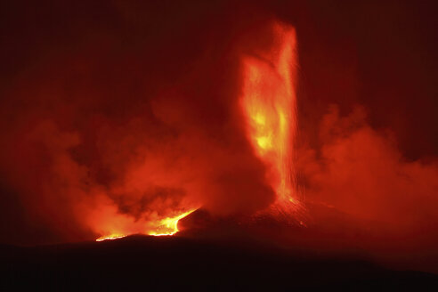 Italy, Sicily, View of lava erupting from Mount Etna - MR001311