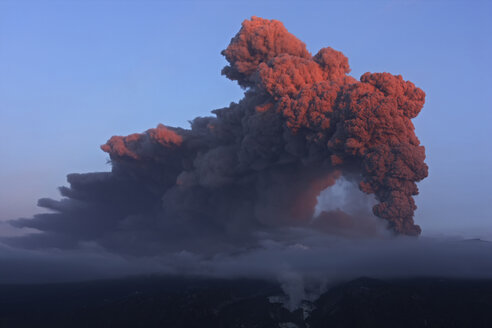 Iceland, View of lava erupting from Eyjafjallajokull - RM000491