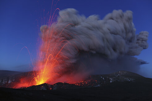 Iceland, View of lava erupting from Eyjafjallajokull - MR001410