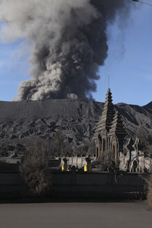 Indonesia, Java, View of eruption from Bromo volcano near temple - MR001378